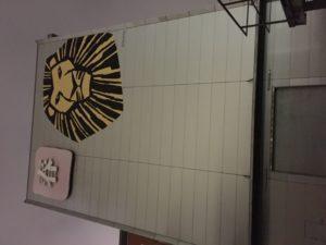 Shiki, La compagnie de théâtre à la tête de lion.