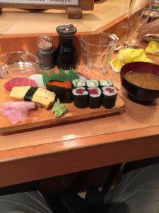 Le repas de l'aventurier gaulois, un banquet de délicieux sushis.