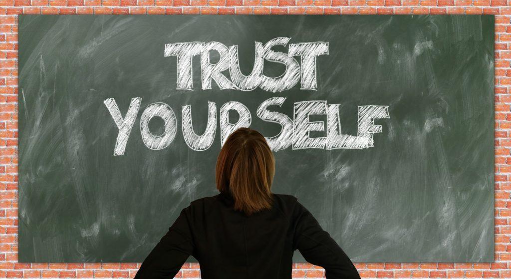 Comment avoir confiance en soi lorsqu'on pense ne pas être doué ? Voici 4 pistes de réflexion pour changer cette situation.